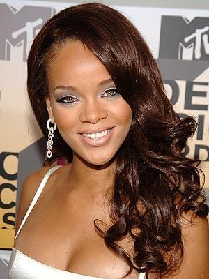 Robyn Rihanna Fenty Natural Smiling Pics