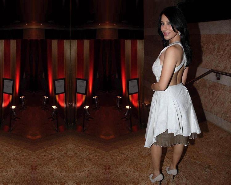 Sophia Chaudhary Sexy Back Exposing Photo