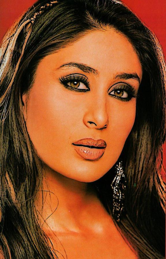 Desi Glamour Actress Kareena Kapoor Images