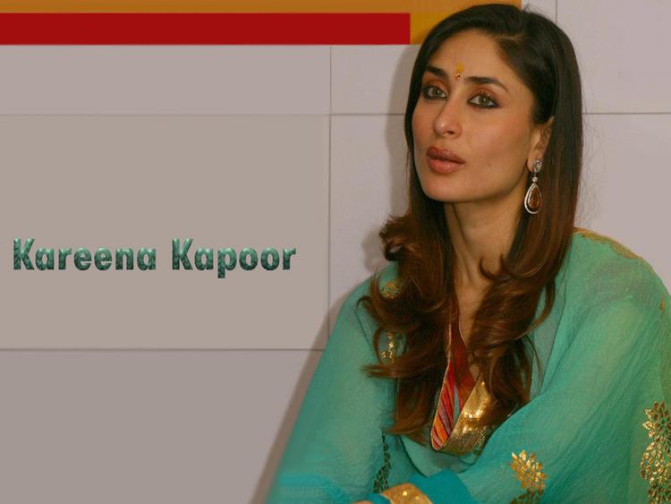 Kareena Kapoor Cute Glamour Look Wallpaper
