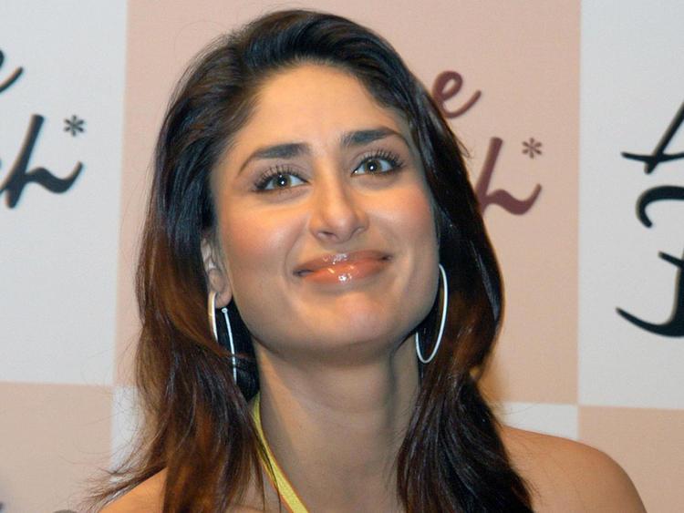 Kareena Kapoor Cute Smile Pic