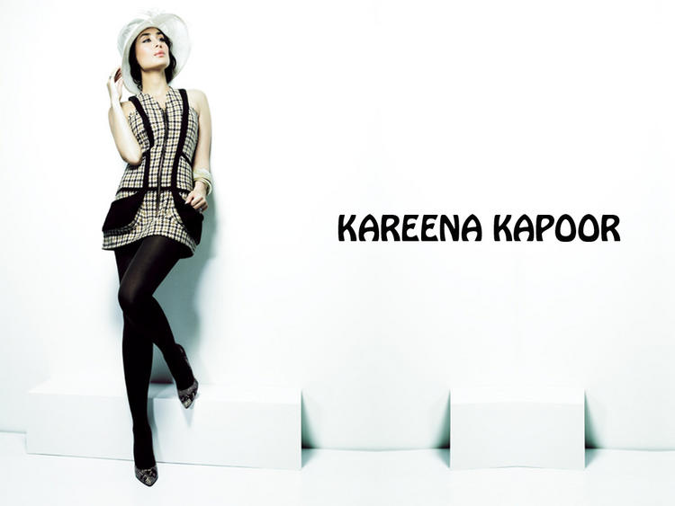Kareena Kapoor Hot Sexy Pose Wallpaper