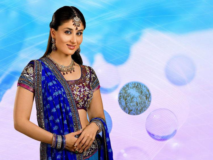Kareena Kapoor Looking Very Beautiful
