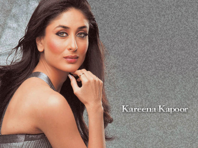Kareena Kapoor Romancing and Glamour Look Wallpaper