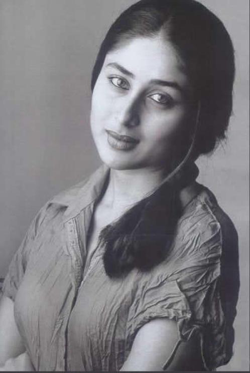 Kareena Kapoor Romancing Look Images