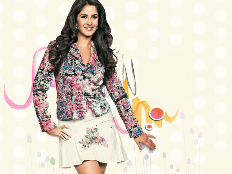 Cute Actress Katrina Kaif Wallpaper In Mini Skirt