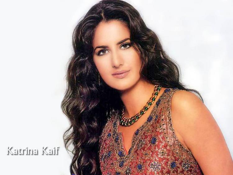 Katrina Kaif Cool Look Wallpaper