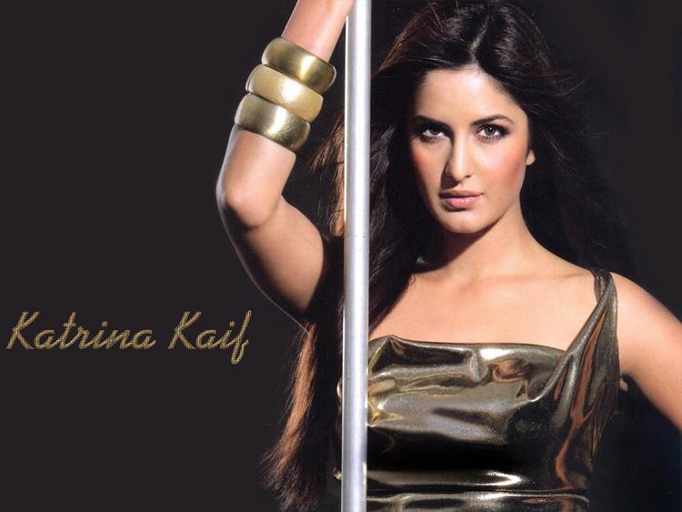 Katrina Kaif Hot Shiny Face Look Wallpaper