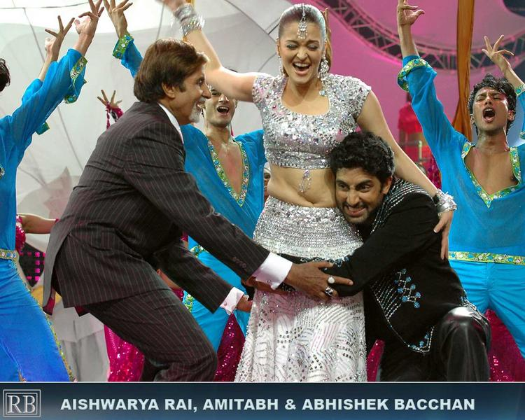 Aishwarya Rai With Amitabh Bachchan And Abhishek Bachchan Dancing Pics