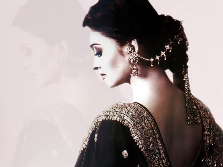 Aishwarya Rai Beautiful And Nice Look Wallpaper