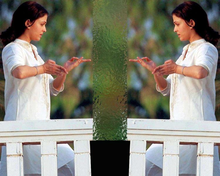 Aishwarya Rai Dancing Pics