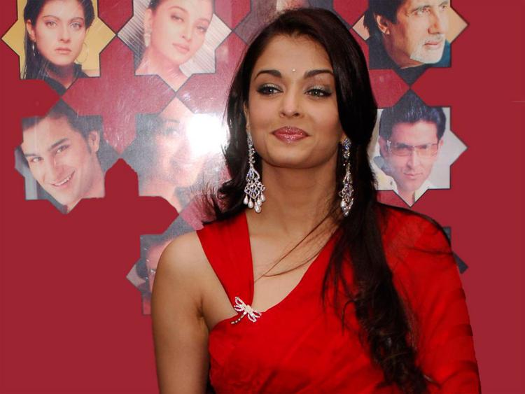 Aishwarya Rai Deadly Smile With Cool Pics
