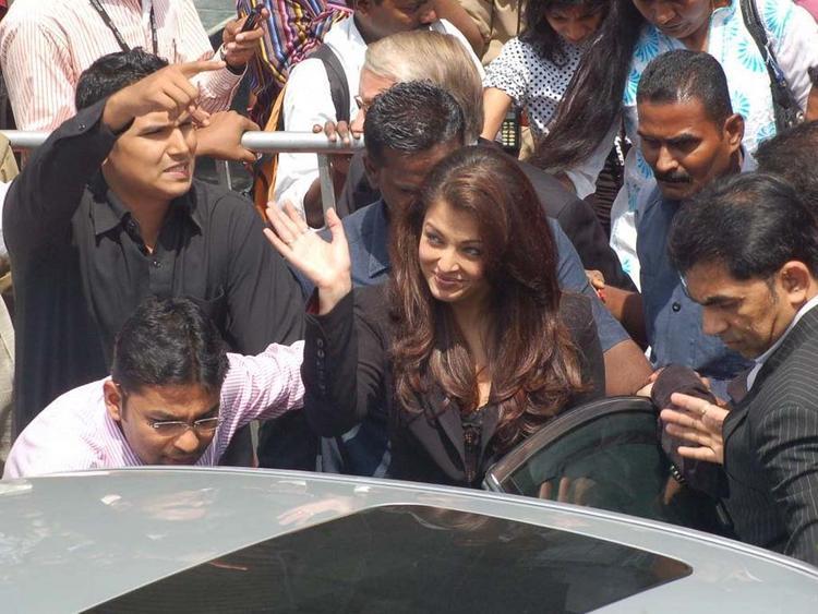Aishwarya Rai With Her Fans