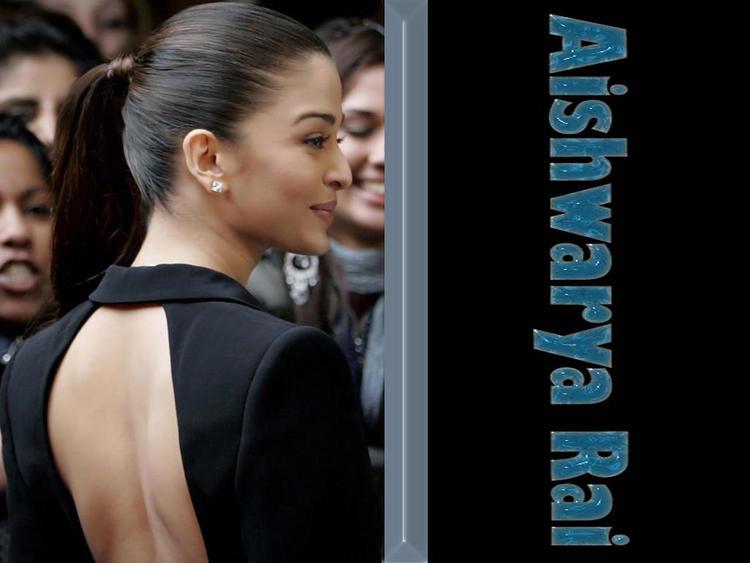 Aishwarya Rai Sexy Bare Back Show Wallpaper