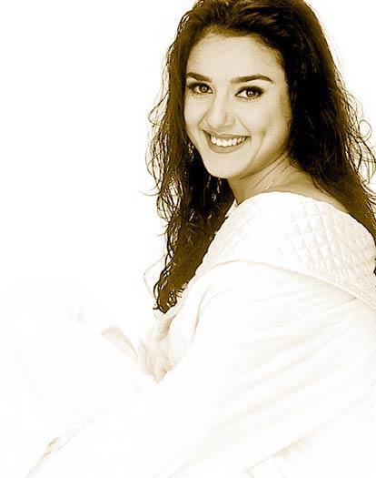 Cute Actress Preity Zinta Wallpaper