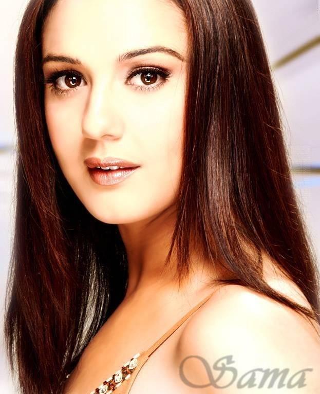 Cute Preity Zinta Shiny Face Look Wallpaper