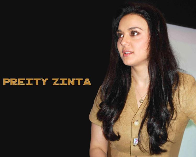 Gorgeous Bubbly Beauty Preity Zinta Wallpaper