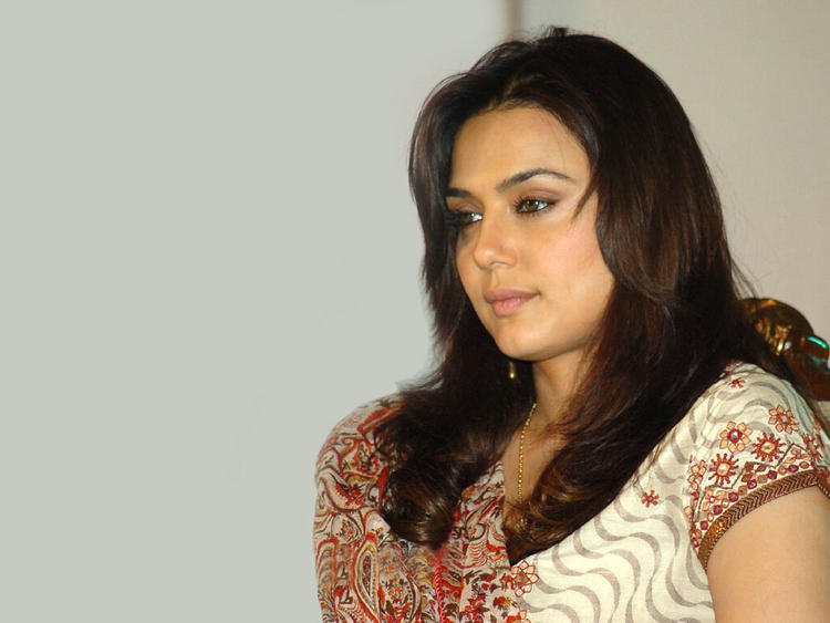 Preity Zinta Nice and Cool Look Wallpaper