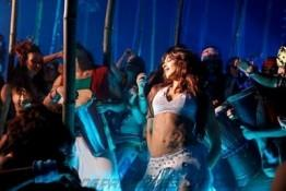 Deepika Padukone Dance Still In Dum Maro Dum