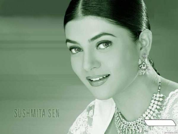 Sushmita Sen Attractive Look Wallpaper