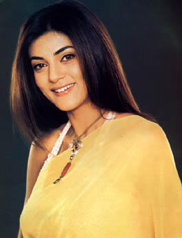 Sushmita Sen Dazzling Face Look With Smiling