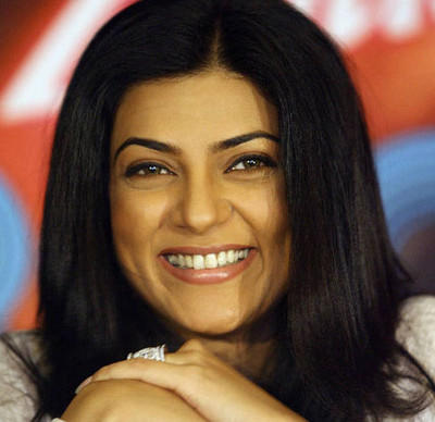 Sushmita Sen Smiling Pics In Do Knot Disturb