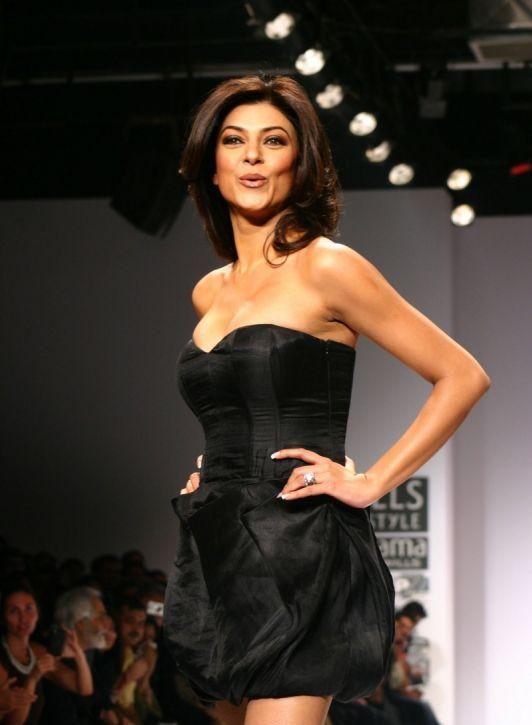 Sushmita Sen Walks Ramp For Sanjana Jon