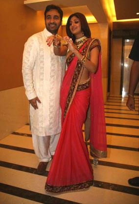 Shilpa Shetty And Raj Kundra Engagement Nice And Cool Pics