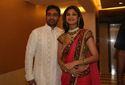 Shilpa Shetty And Raj Kundra Engagement Smiling Pics