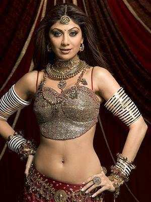 Shilpa Shetty Beautiful Look With Sexy Navel Show Pics