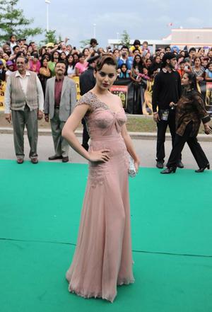 Kangana Ranaut Amazing Still On Green Carpet