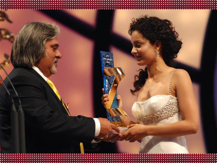 Kangana Ranaut Award Receiving Photo