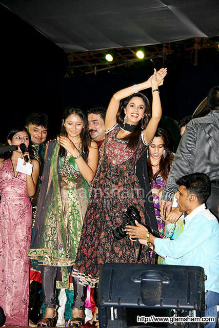 Mallika Sherawat Hot Dance Pics