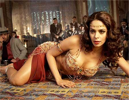 Mallika Sherawat As A Item Song Dancer In Guru