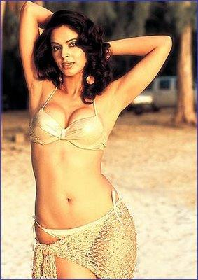 Mallika Sherawat Stunning Face Look With Sexy Body Show Pics