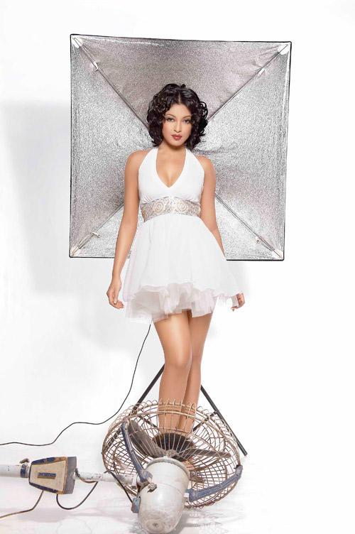 Tanushree Dutta Short White Dress Sexy Wallpaper