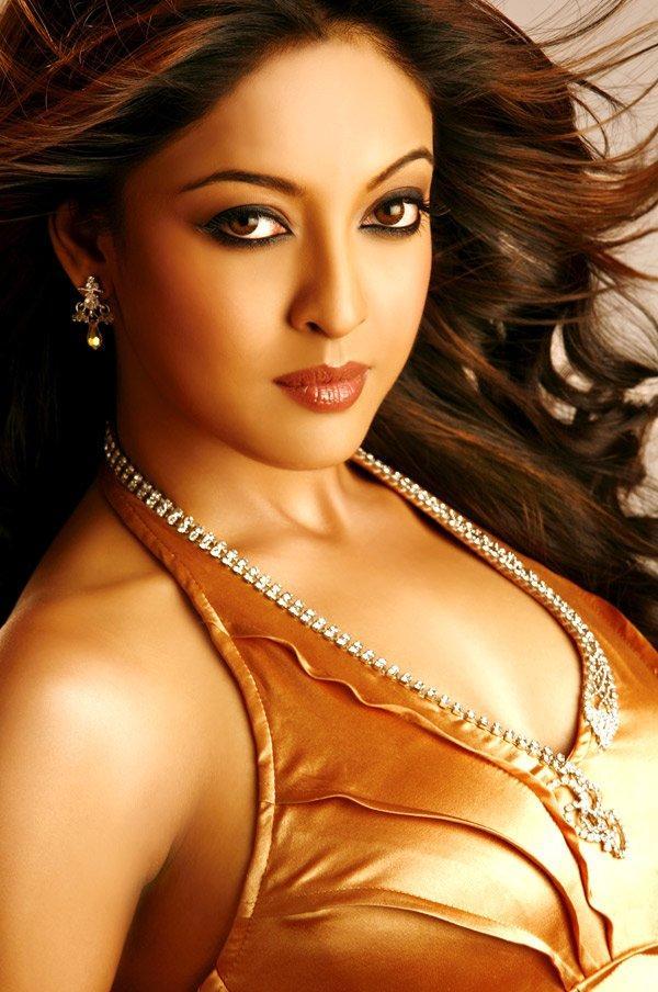 Tanushree Dutta Spicy Look Wallpaper