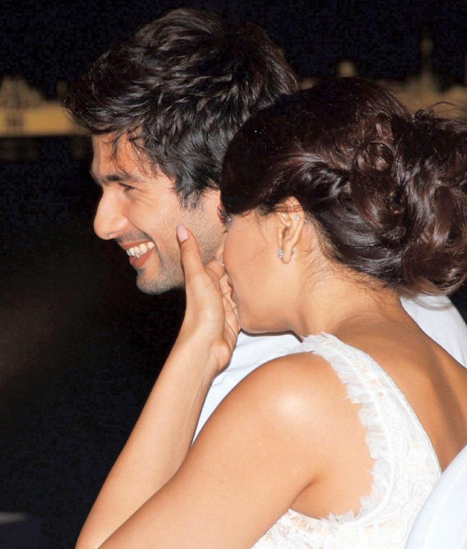Bipasha and Shahid Smiling Pic  at IIFA 2012 Press Conference