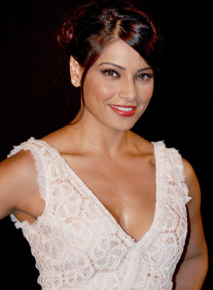 Bipasha Basu Sweet Beauty Pic at IIFA 2012 Press Conference