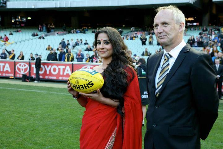 Vidya Balan Hand Over The Match Ball at Melbourne Cricket Ground