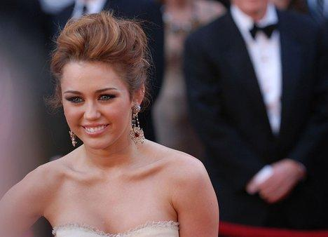 Miley Cyrus Strapless Dress Gorgeous Photo