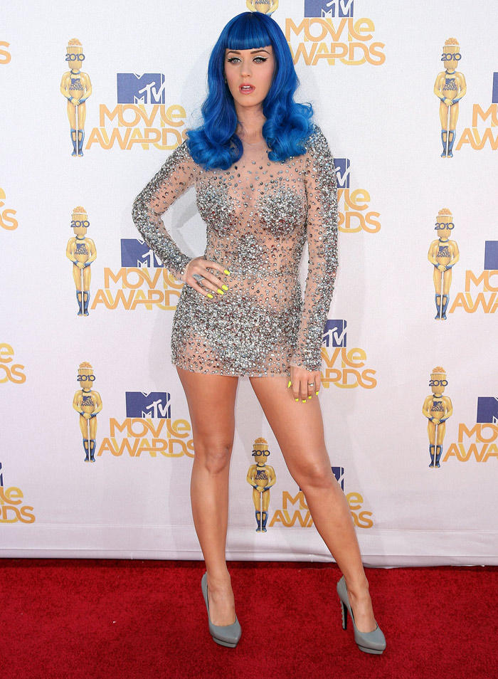 Katy Perry Blue Hair and Sexy Legs Exposing Photo