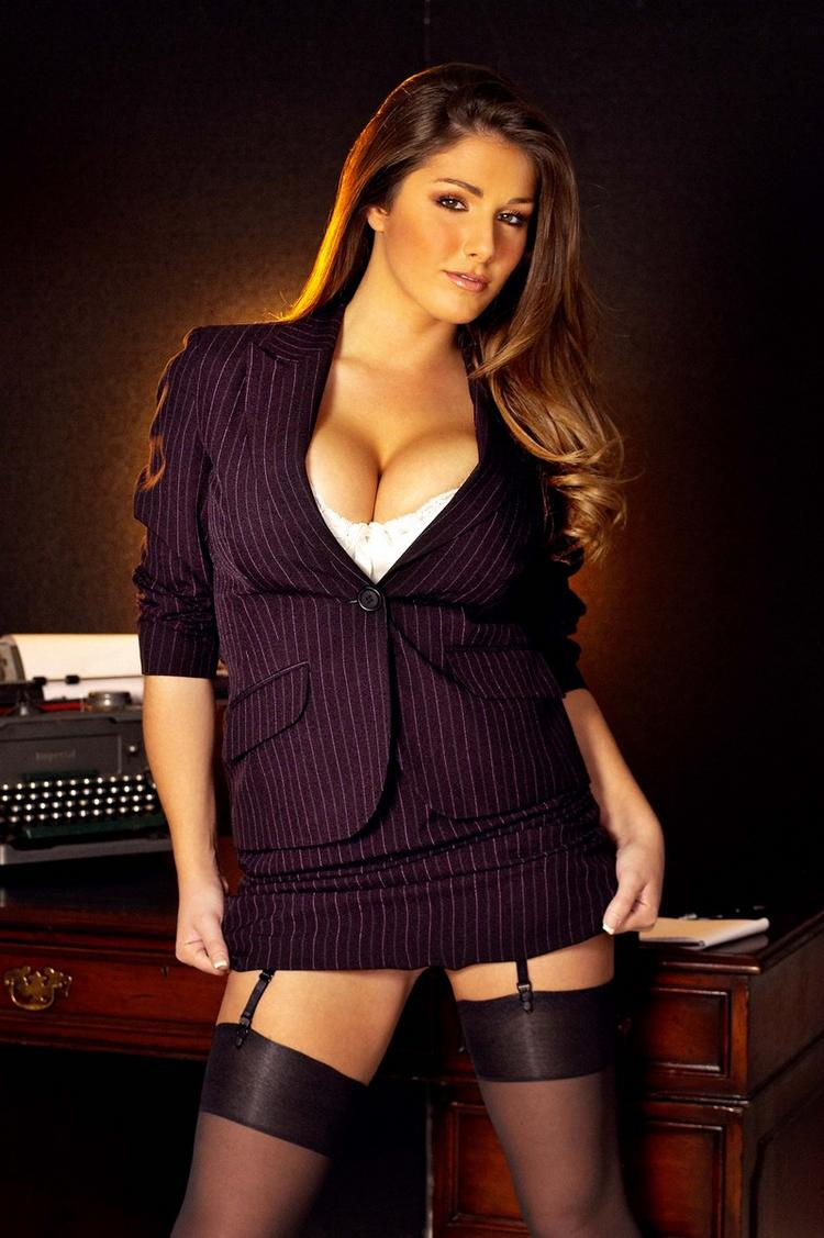 Hot Lucy Pinder Open Boob Show Gorgeous Pic