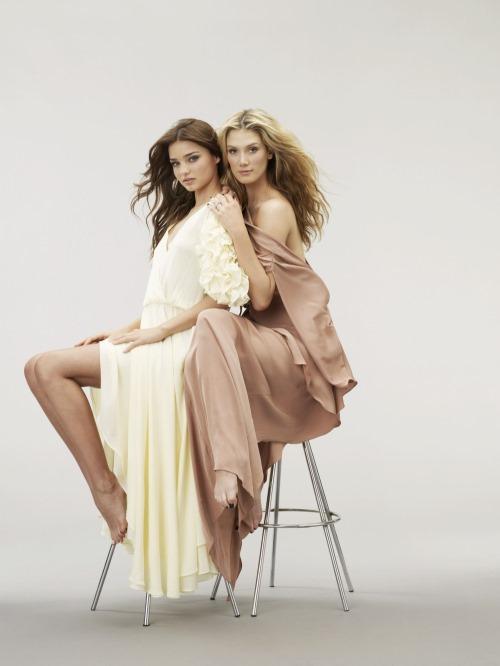 Miranda Kerr And Delta Goodrem Closing Photo