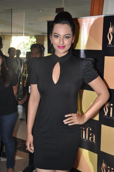 Sonakshi Sinha At IIFA Singapore 2012 Press Conference Images