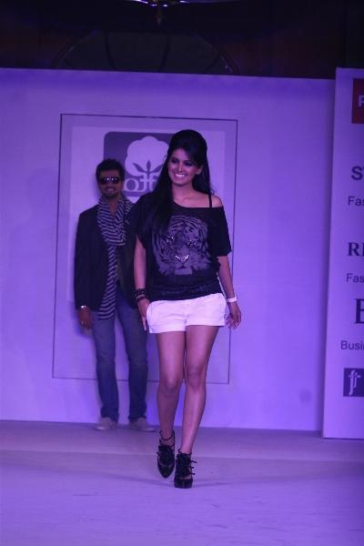 Geeta Basra Walk Ramp at Anita Dongre Cotton Council Fashion Show