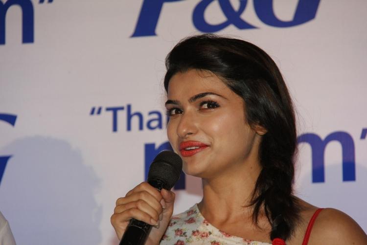 Prachi Desai Cute Lips Pics