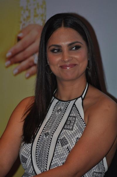 Lara Dutta Close Up Smiling Pics