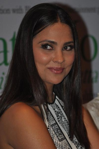 Lara Dutta Hot Look Pics