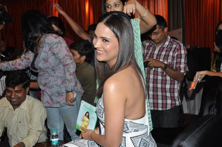 Lara Dutta Sweet Smiling Pics